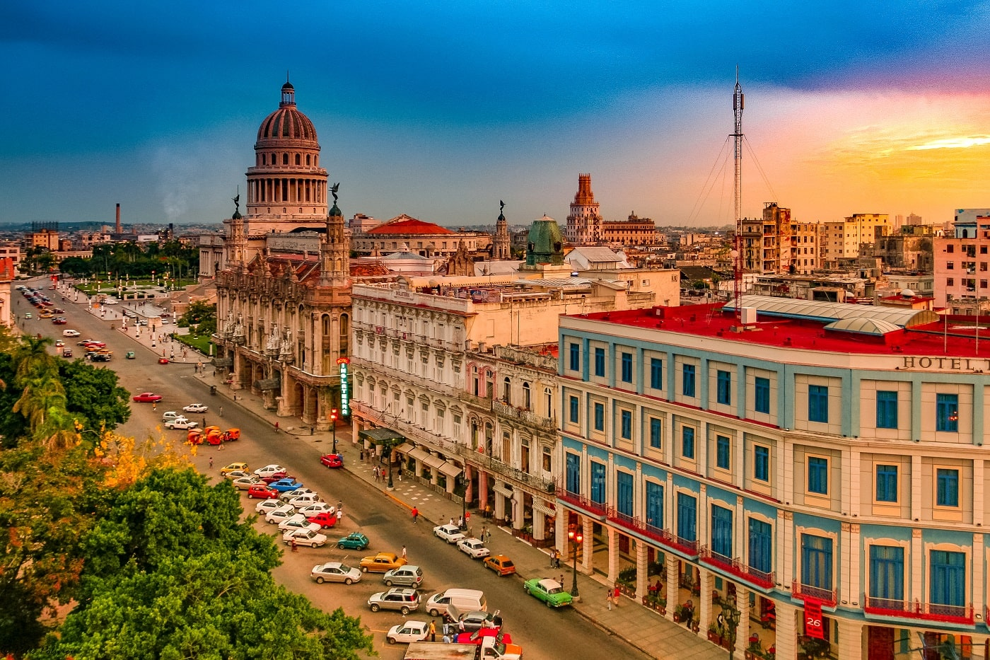 Havana Tour in vintage Car-min